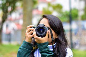 girl-taking-photo-3959468_640