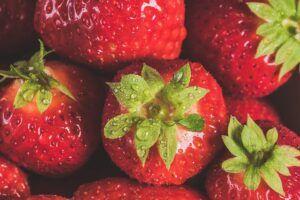 macro photography strawberries