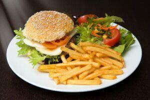 food_photography_hamburger-1414422_1280_Pixabay_Francis_CLARIA